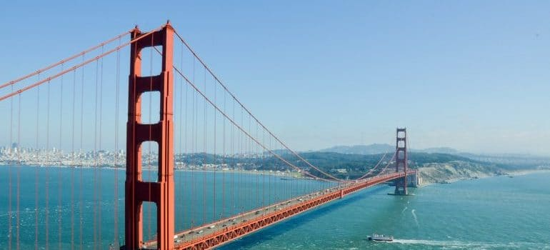 The Golden Gate Bridge, representing some of the best long distance movers California has.