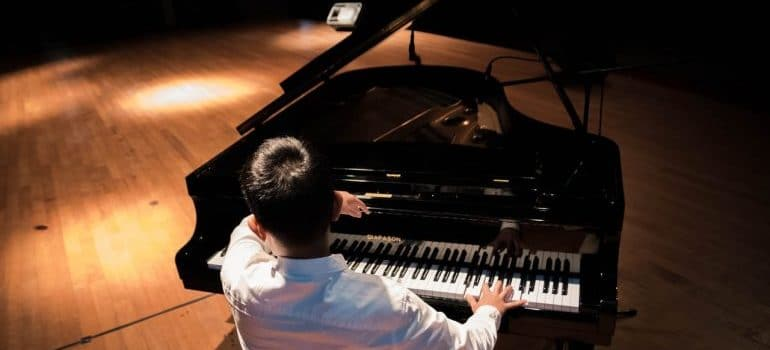 Count in the prices of moving a piano when you want to set a long-distance moving budget