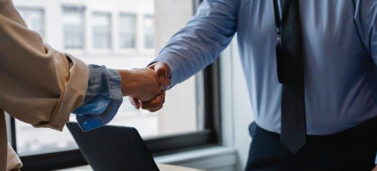 People shake hands